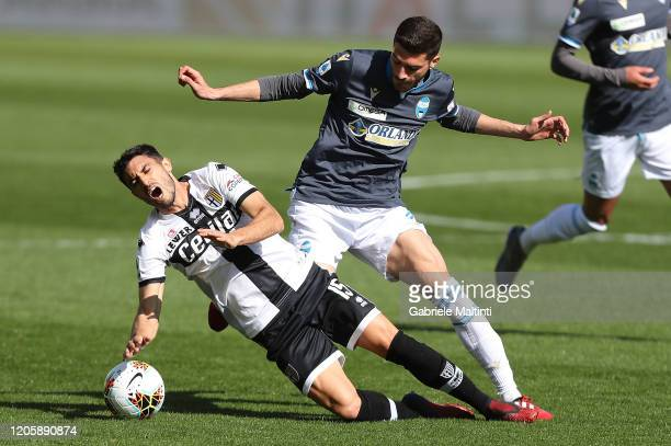Gaston Brugman of Parma Calcio battles for the ball with Mattia Valoti of SPAL during the Serie A match between Parma Calcio and SPAL at Stadio Ennio...
