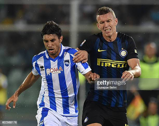 Gaston Brugman of Pescara Calcio and Ivan Perisic of FC Internazionale in action during the Serie A match between Pescara Calcio and FC...