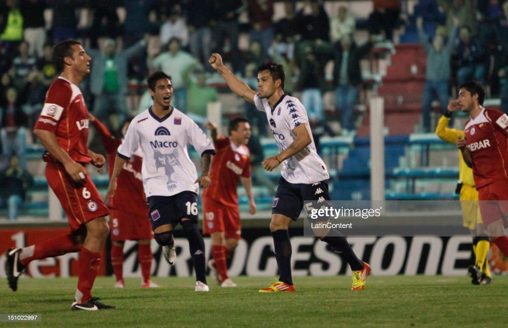Tigre v Argentinos Juniors - Copa Sudamericana 2012 : Foto jornalística