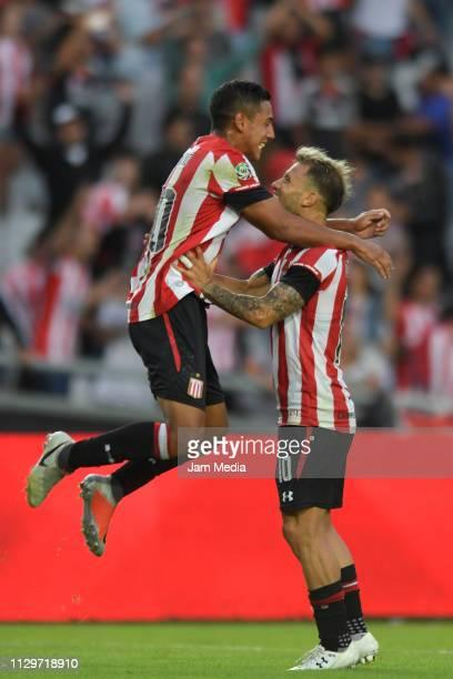 Gaston Fernandez of Estudiantes celebrates with teammate Carlo Lattanzio after winning a match between Estudiantes and Gimnasia as part of Superliga...