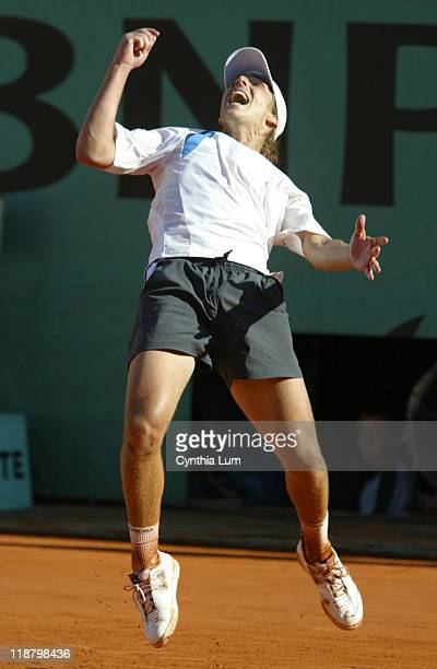 Gaston Gaudio becomes the first Argentine male to win a major title in 27 years, defeating Guillermo Coria 0-6, 3-6, 6-4, 6-1, 8-6