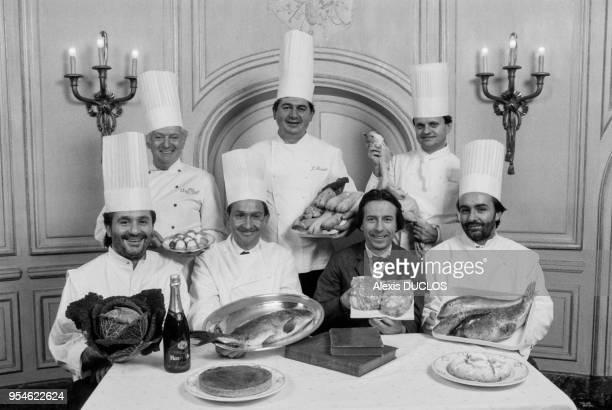 Gaston Lenotre Jean Bardet Joel Robuchon Alain Dutournier Antoine Westermann Poilâne et Alain Ducasse grands chefs cuisiniers français lors du...