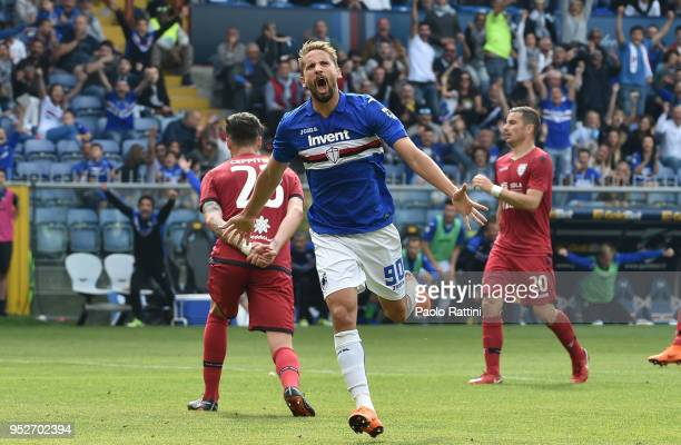 Gaston Ramirez of Sampdoria celebrate after scoring 41 during the erie A match between UC Sampdoria and Cagliari Calcio at Stadio Luigi Ferraris on...