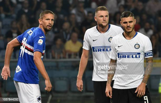 Gaston Ramirez of Sampdoria with Milan Skriniar and Mauro Icardi of Inter during the serie A match between UC Sampdoria and FC Internazionale at...