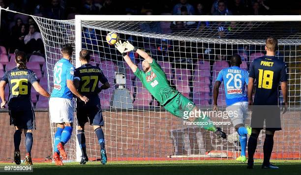 Gaston Ramirez of UC Sampdoria scores the 01 goal during the Serie A match between SSC Napoli and UC Sampdoria at Stadio San Paolo on December 23...