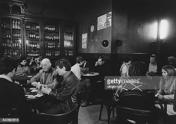 Gastwirtschaft Leydicke in Berlin Kreuzberg Innenansicht mit Gästen 1968