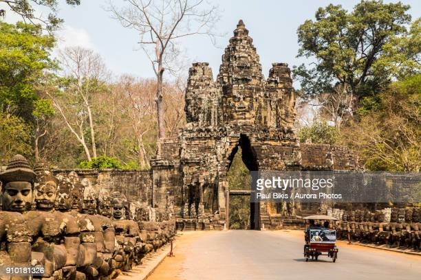 gate at ancient temple of angkor wat, siem reap, cambodia - angkor wat stock pictures, royalty-free photos & images