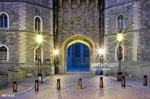 gate at windsor castle. england - castello di windsor foto e immagini stock