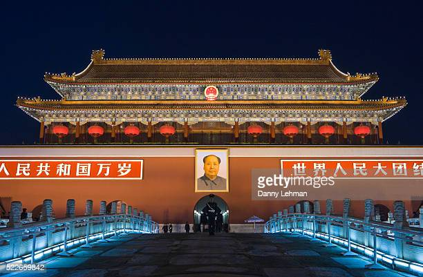 gate of heavenly peace at tiananmen square, beijing, china - tiananmen square stock pictures, royalty-free photos & images