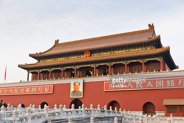 gate of heavenly peace, forbidden city - tiananmen square stock pictures, royalty-free photos & images