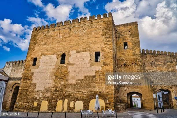 gate of sevilla (puerta de sevilla) - carmona, spain - carmona fotografías e imágenes de stock