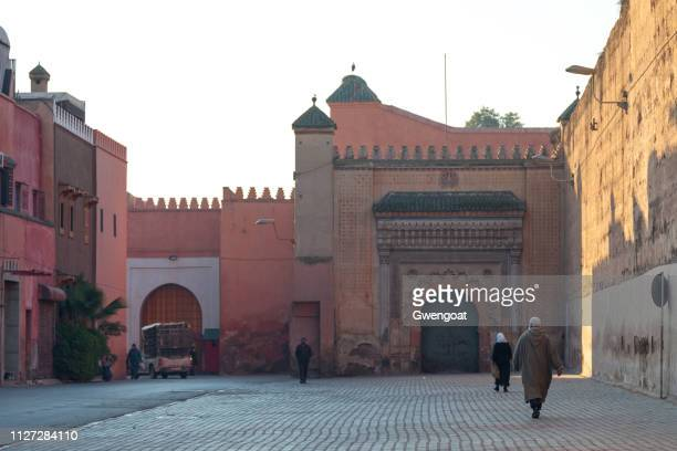 gate of the el badii palace in marrakesh - gwengoat stock pictures, royalty-free photos & images