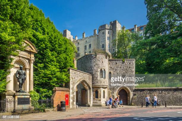 gate of the hundred steps to windsor castle - windsor castle stock pictures, royalty-free photos & images
