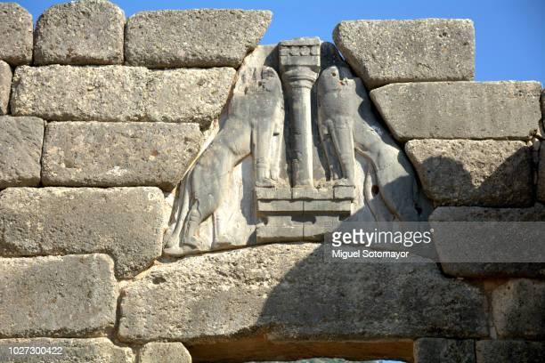 gate of the lions of mycenae - ciclope foto e immagini stock