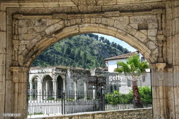 gate of the pasha, berat, albania - frans sellies stockfoto's en -beelden