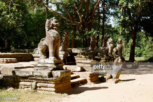 gate statues of banteay kdei, siem reap, cambodia - ライオン stock pictures, royalty-free photos & images