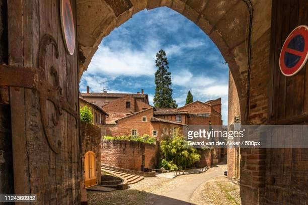 gate to palais de la berbie - アルビ ストックフォトと画像