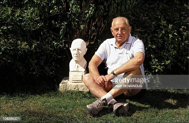 Gateral Bigeard beside a statue of Gateral Charles de Gaulle in Toul France on August 26 1991
