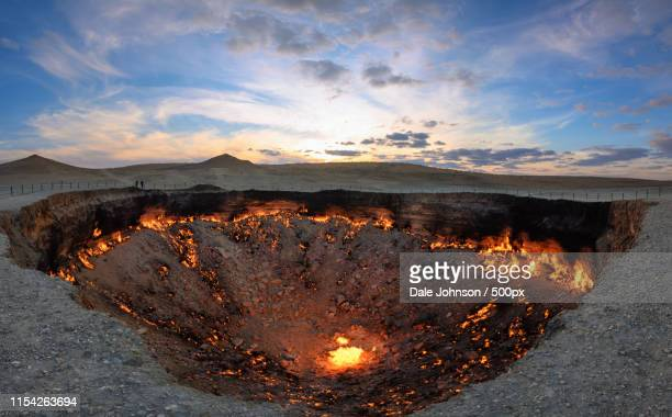 gates of hell - turkmenistan - トルクメニスタン ストックフォトと画像