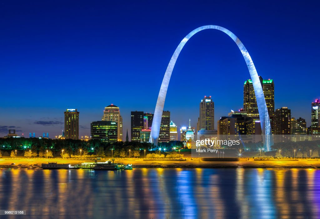 Gateway Arch at dusk, Saint Louis, Missouri, USA : Stock Photo