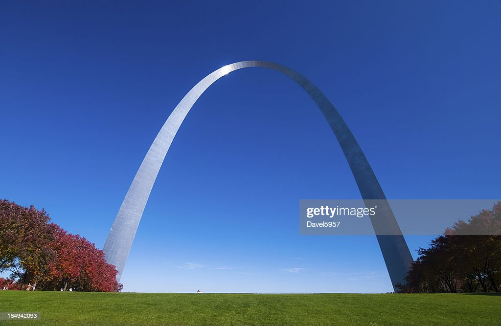 Gateway Arch front and red trees : Stock Photo