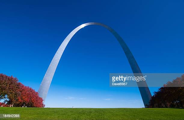 Gateway Arch front and red trees