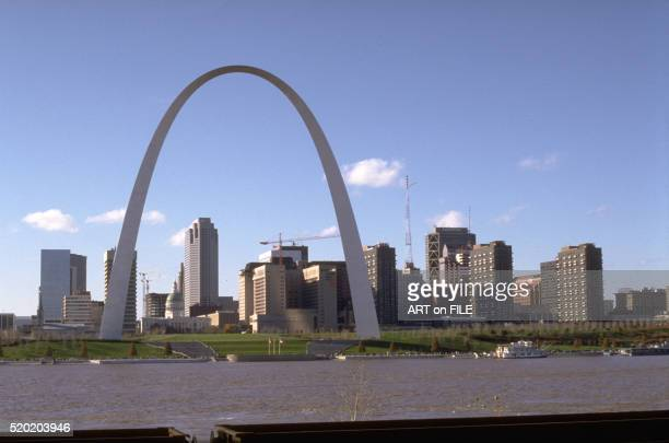 gateway arch in st. louis, missouri - missouri stock pictures, royalty-free photos & images