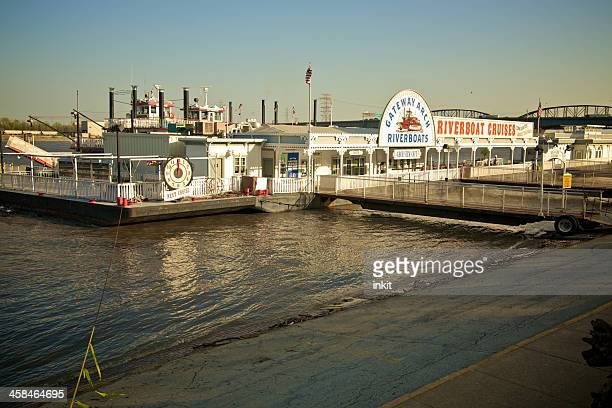 gateway arch riverboats - st. louis missouri stock pictures, royalty-free photos & images
