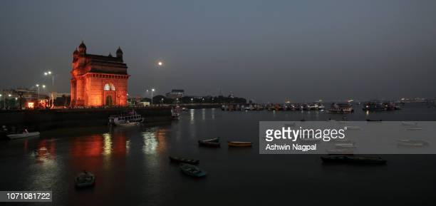 gateway of india and the full moon - maharashtra stock pictures, royalty-free photos & images