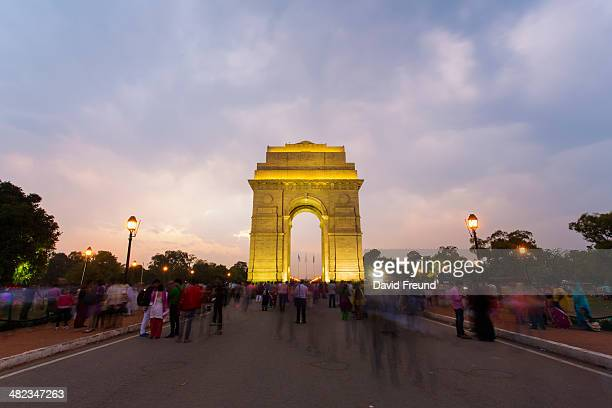 gathering at india gate - india gate stock pictures, royalty-free photos & images