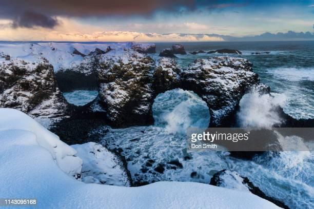 gatklettur, snaefellsnes peninsula, iceland - don smith stock-fotos und bilder