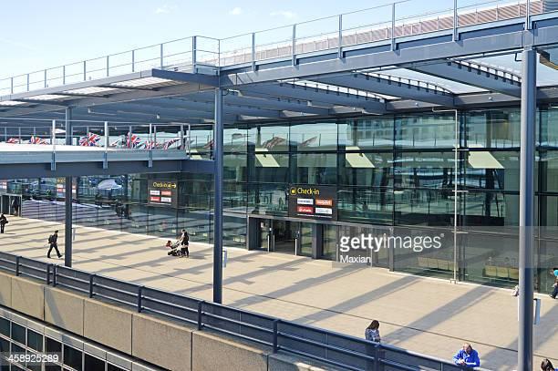 ガトウィック空港北ターミナル - ガトウィック空港 ストックフォトと画像