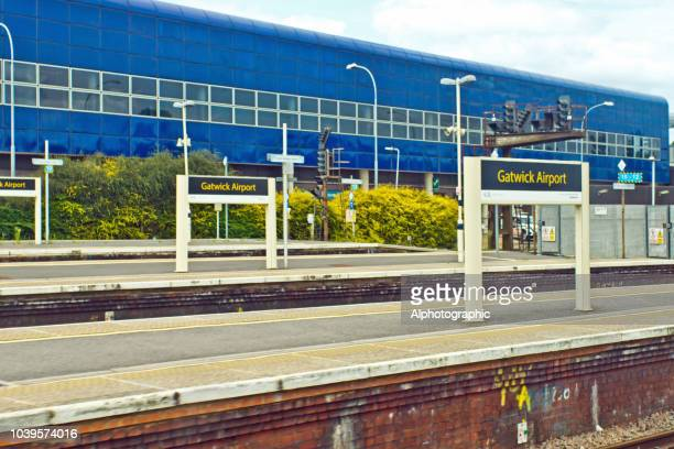 ガトウィック空港駅 - ガトウィック空港 ストックフォトと画像