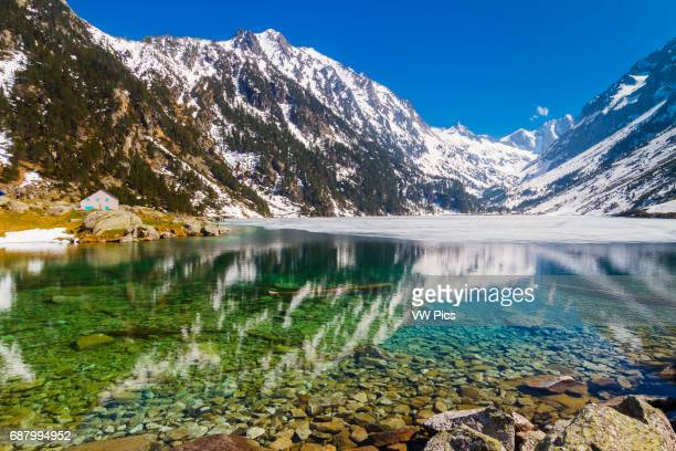 Gaube lake. Hautes-Pyrenees department, Midi-Pyrenees region, France, Europe.