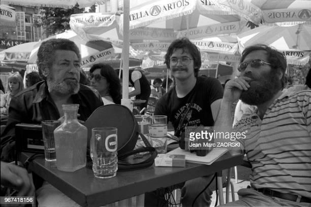 A gauche l'ancien directeur des Rencontres Jacques Manachem en compagnie de Raymond Viallon à droite directeur de la galerie Vrais rêves de Lyon sur...