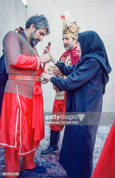 A gauche le metteur en scène de la pièce de théâtre sur la fête musulmane de l'Achoura en février 1993 à Téhéran Iran
