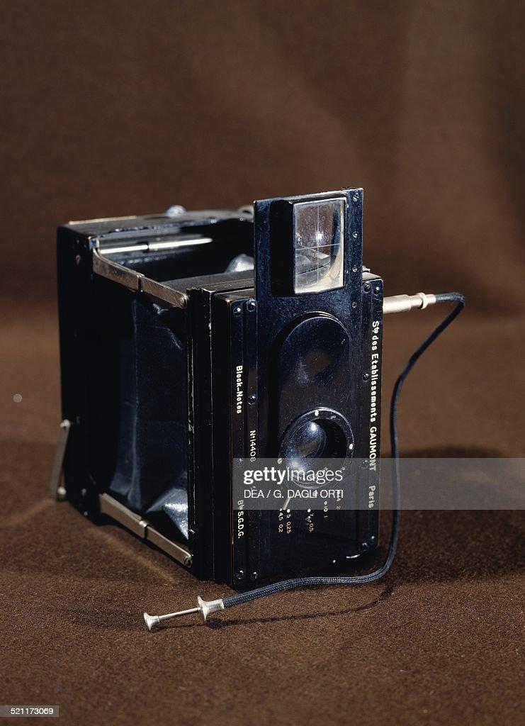 Gaumont Block-Notes stereoscopic camera... : Nachrichtenfoto