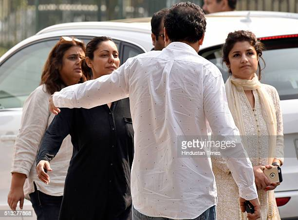 Gauri Khan wife of actor Shah Rukh Khan at her father Colonel Ramesh Chibber's cremation ceremony at Lodhi Road Crematorium on March 2 2016 in New...