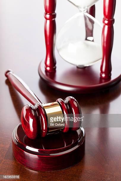 martelletto del moderatore & clessidra - ora legale foto e immagini stock
