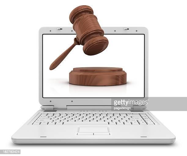 Martelo de Juiz no computador portátil