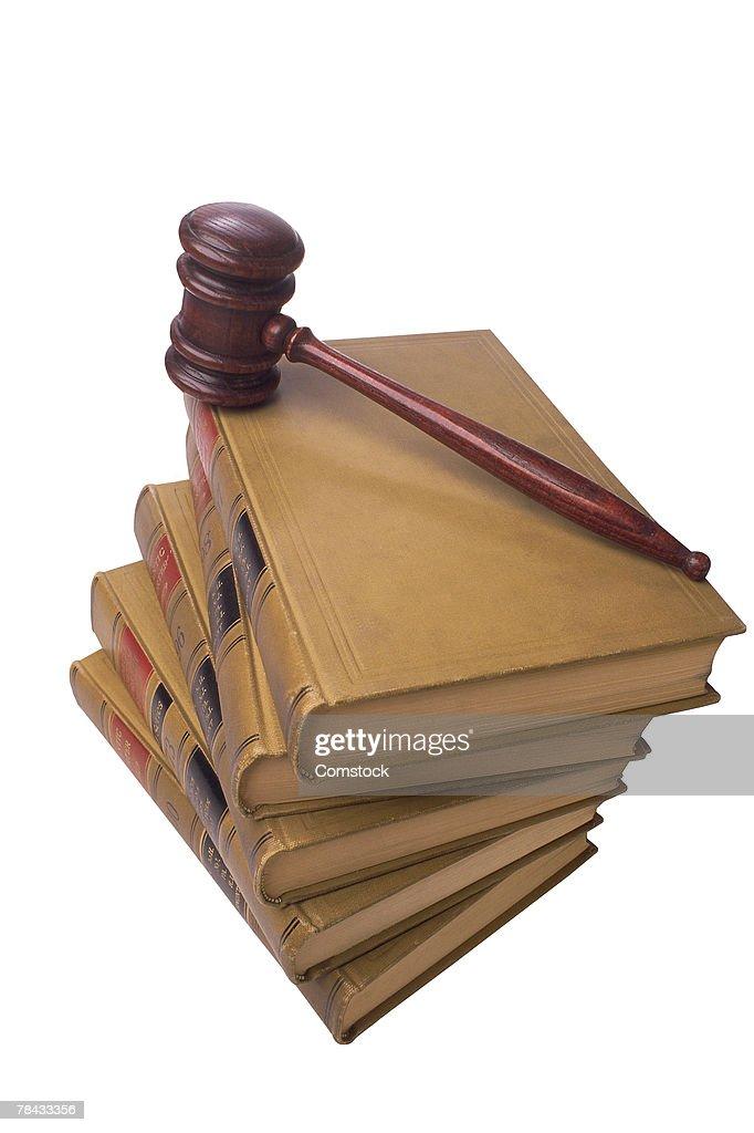 Gavel on stack of legal books : Stockfoto