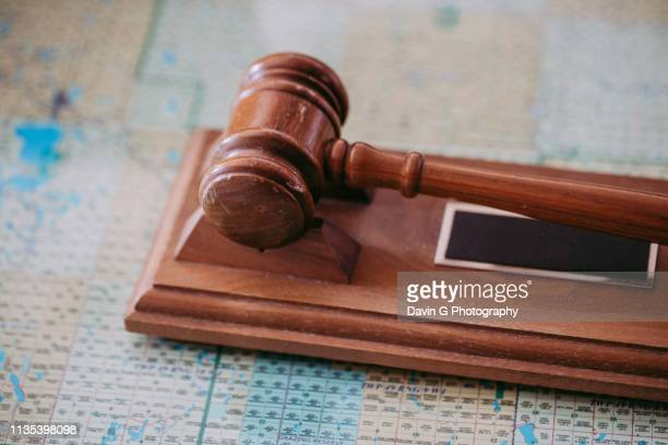 gavel - crime or recreational drug or prison or legal trial imagens e fotografias de stock