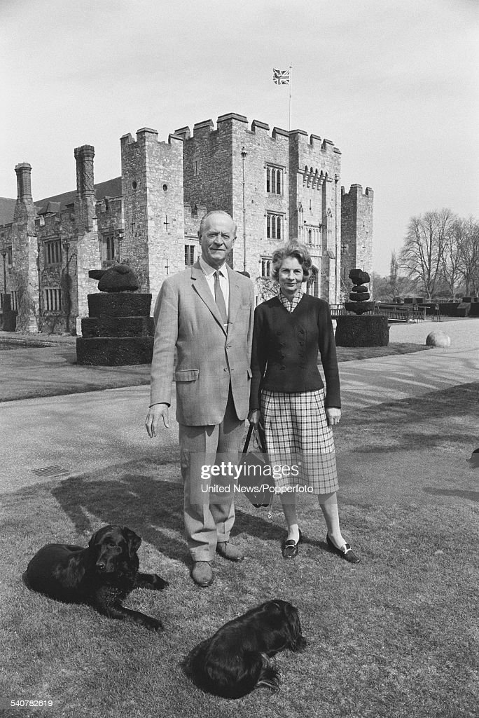 Lord And Lady Astor : News Photo