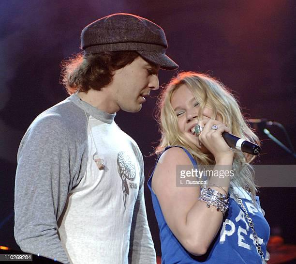 Gavin DeGraw and Joss Stone perform 'Let's Get It On' during Gavin DeGraw's Concert at the Roseland Ballroom on September 27 2005