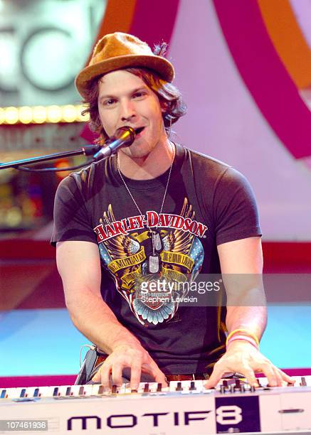 Gavin DeGraw during Green Day Gavin Degraw and the Cast of One Tree Hill visit MTV's TRL November 1 2004 at MTV Studios Times Square in New York City...