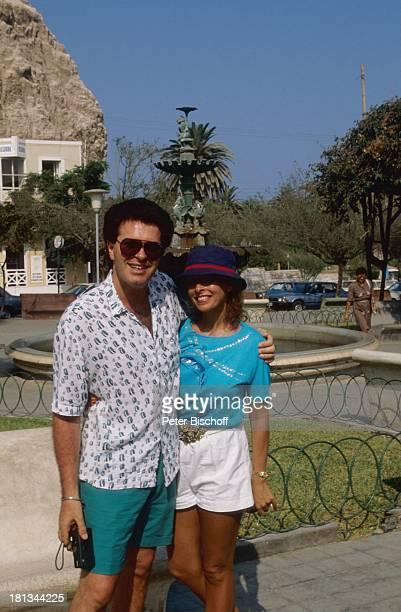 Gavin Du Porter Ehefrau Ireen Sheer Flitterwochen MS Europa SüdamerikaKreuzfahrt Arica Chile Südamerika umarmen Sonnenbille Hut SchlagerSänger...