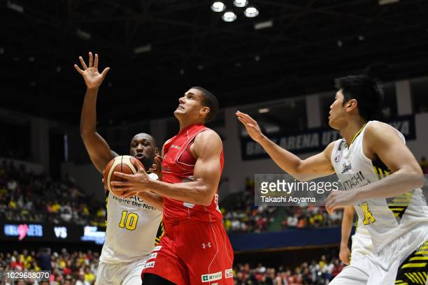 Gavin Edwards of the Chiba Jets drives to the basket during the B.League Early Cup Kanto 3rd Place Game between Chiba Jets and Sun Rockers Shibuya at...