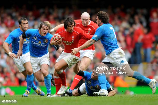 Gavin henson is challenged from all sides by Italy's MauroBergamasco , AndreaMasi and Mirco Bergamasco