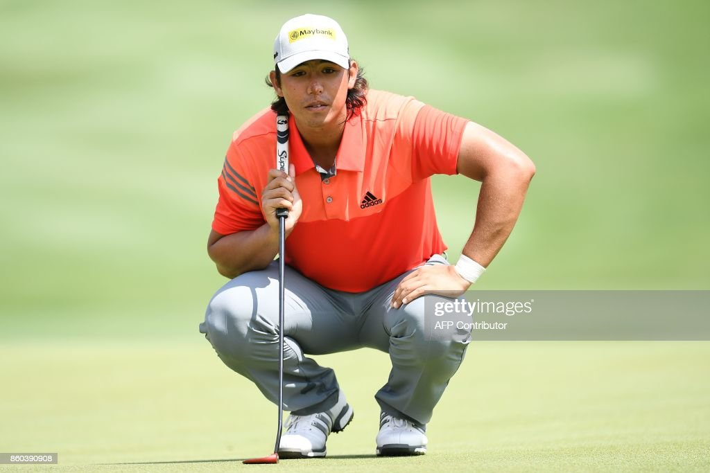 Gavin Kyle Green of Malaysia lines up a putt on the 18th green during the first round of the 2017 CIMB Classic golf tournament in Kuala Lumpur on October 12, 2017. /