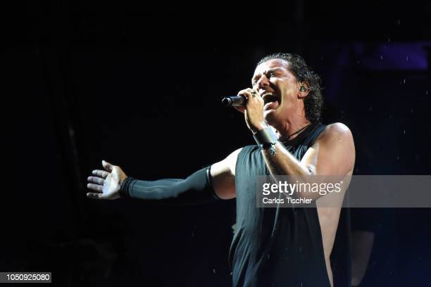 TEOTIHUACAN MEXICO Gavin Rossdale of Bush performs on stage during a show as part of the Force Fest 2018 at Club de Golf Teotihuacan on October 6...